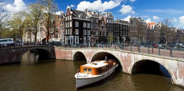 Amsterdam - die Stadt mit den vielen kleinen Grachten ist auch ein super Party-Ziel