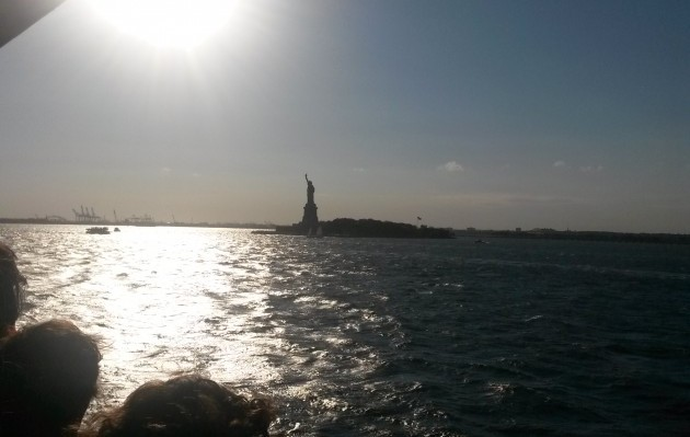Fahr mit der Staten Island Ferry vorbei an der Freiheitsstatue