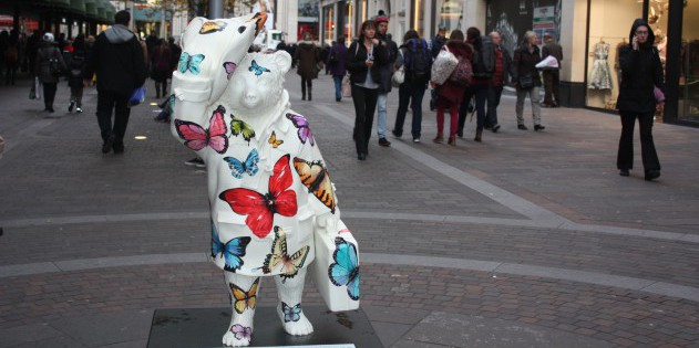 Süße Aktion: an vielen Ecken findet man eine Statue von Paddington dem Bären