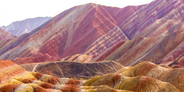 Die Gebirgskette Zangye Danxia in China