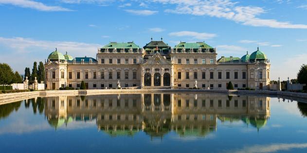 Schloss Schoenbrunn in Wien in Oesterreich im Winter
