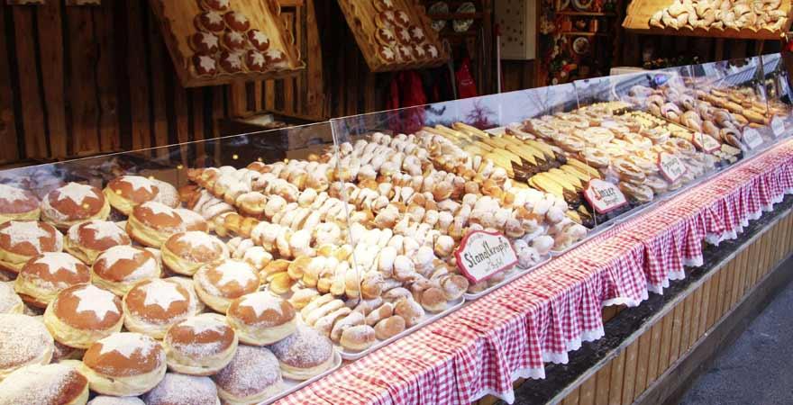 Stand eines Christkindlmarkts in Wien