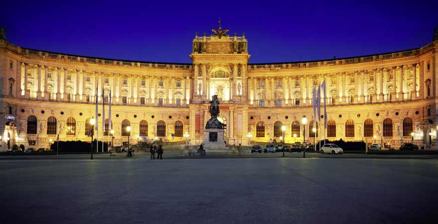 Hofburg in Wien bei Nacht