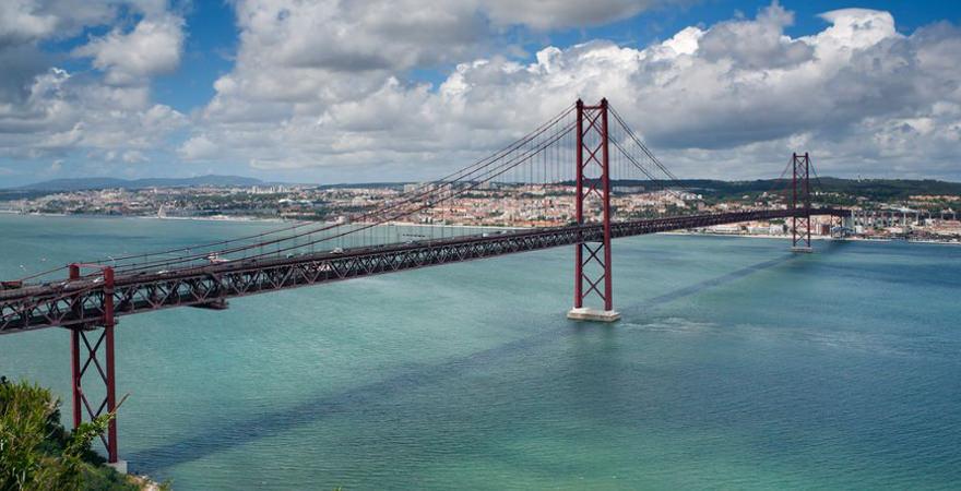 Brücke Ponte 25 de Abril in Lissabon