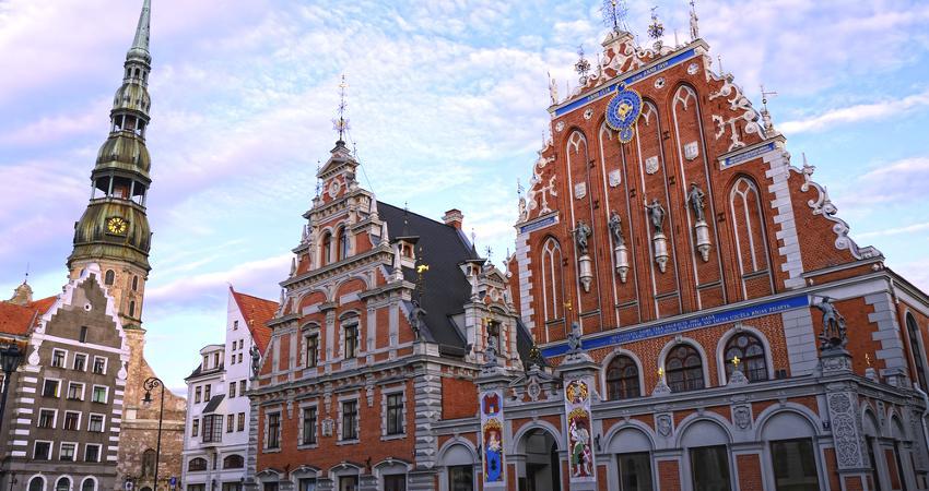 Marktplatz Riga mit Schwarzhäupterhaus.