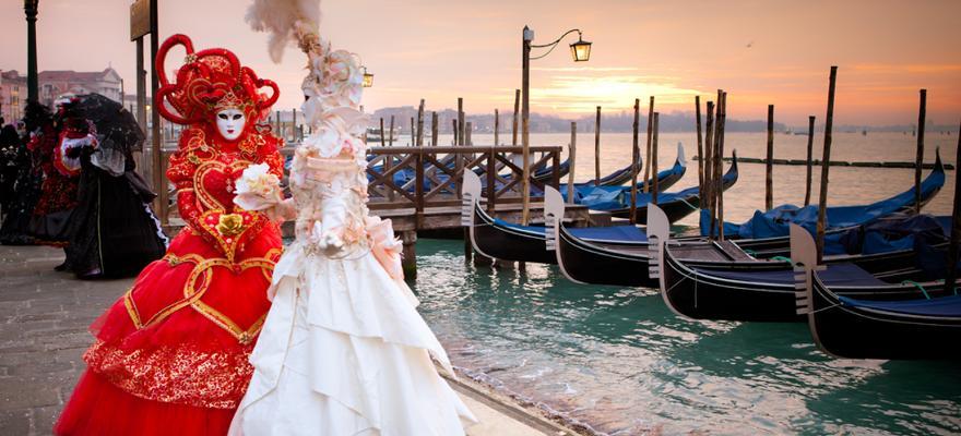 Karneval und Gondeln in Venedig