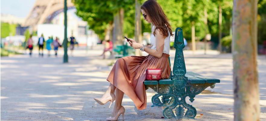 elegante Frau in Paris in Frankreich