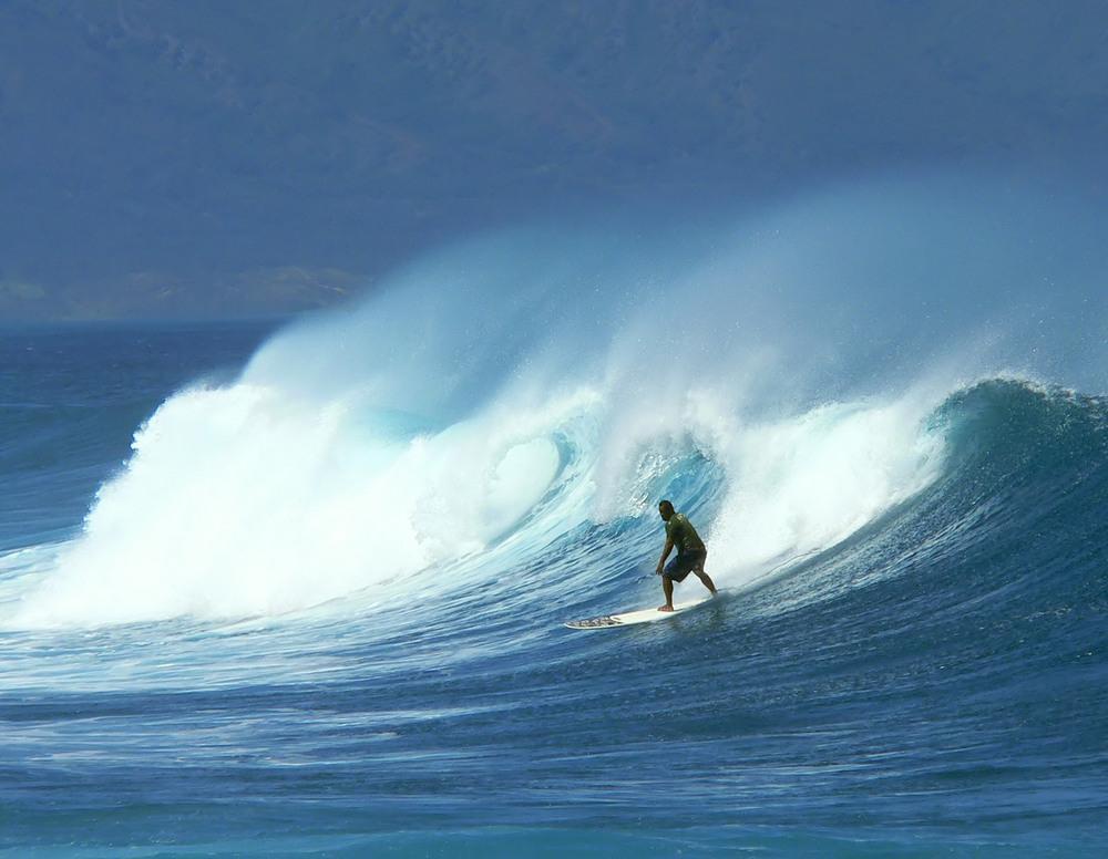 hawaii-surfer-big-wave