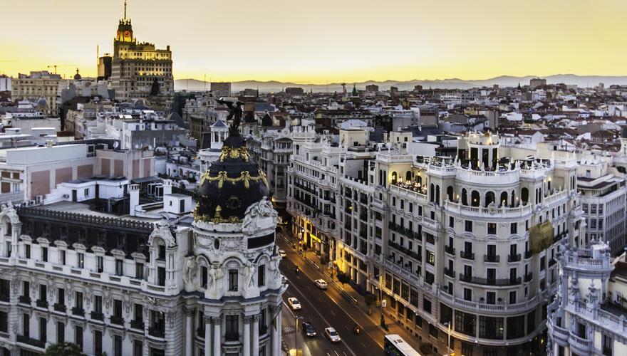 Die spanische Hauptstadt Madrid bei Nacht