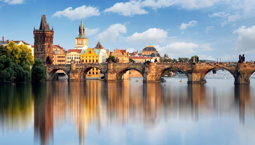 Karlsbruecke in Prag in Tschechien