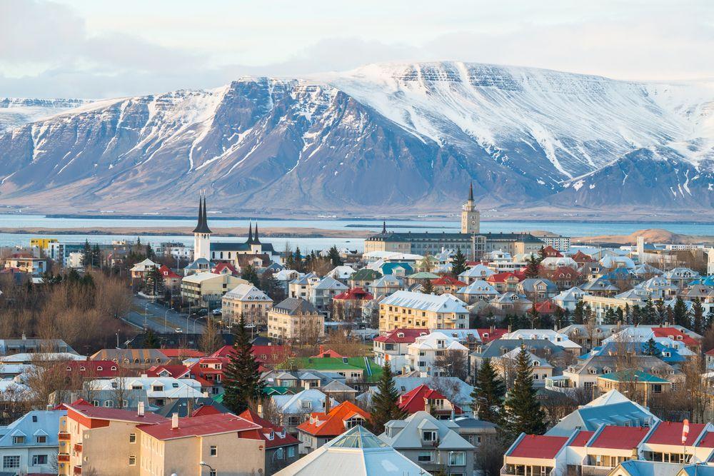 Reykjavik mit Blick auf die Berge Islands