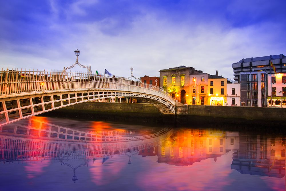 dublin in irland bei nacht