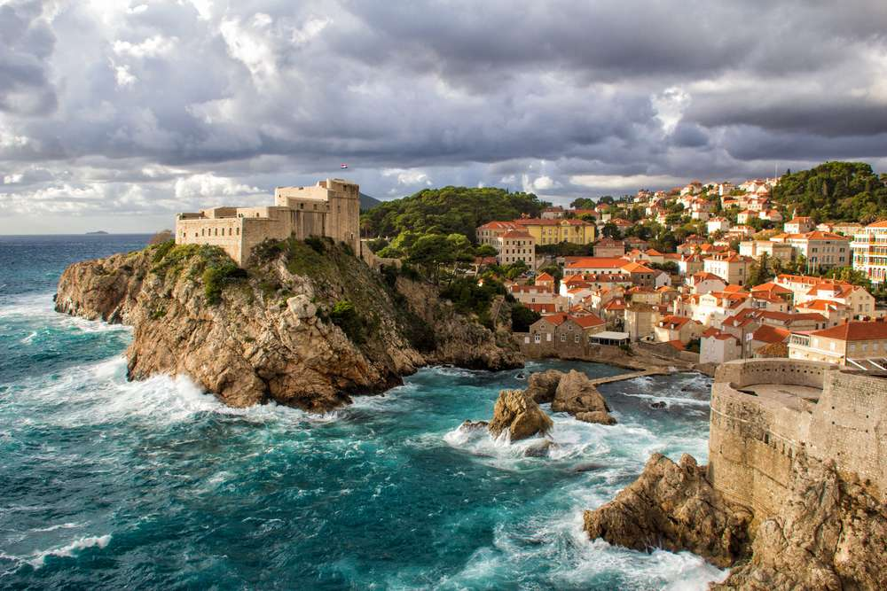 Dubrovnik in der Brandung in Kroatien
