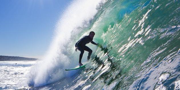 5 Gründe, um im Urlaub aufs Surf-Brett zu steigen