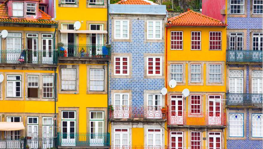 farbig gestrichenene Häuser in Porto