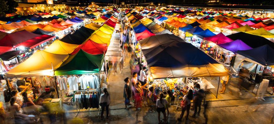 Nachtmarkt in Bangkok in Thailand