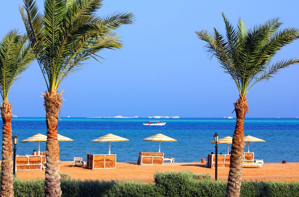 Hurghada Strand mit Palmen