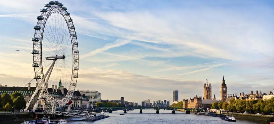 Das London Eye an der Themse.
