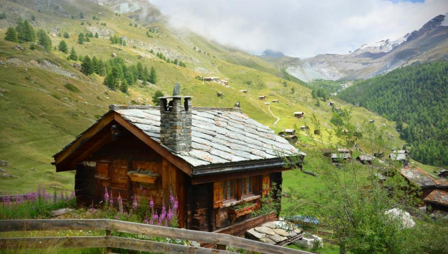Ein Chalet in den Alpen.