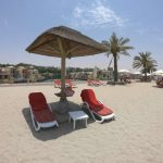 The Cove Rotana Strand mit Liegen in Ras al Khaimah