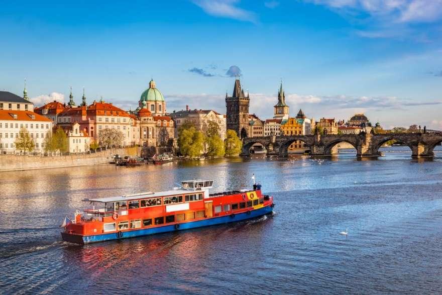 Schiff in Prag