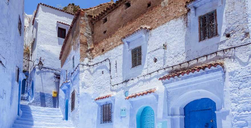 Gasse in Chefchaouen in marokko