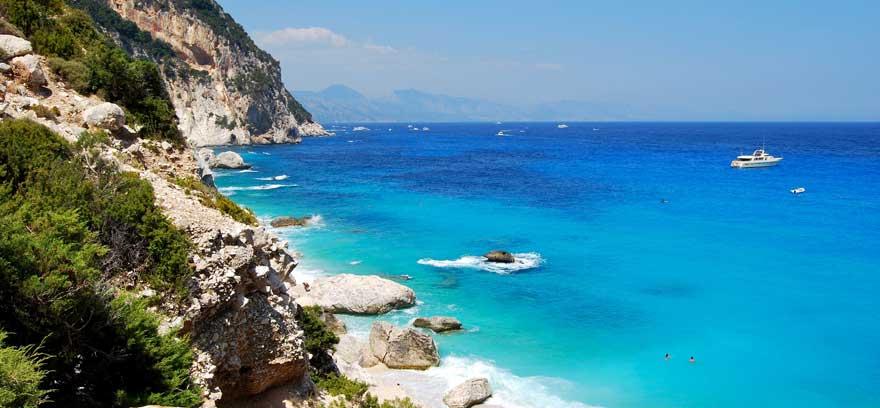 Strand Cala Goloritze auf Sardinien in Italien