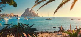 Typisch Ibiza: Hippiekult und coole Buchten