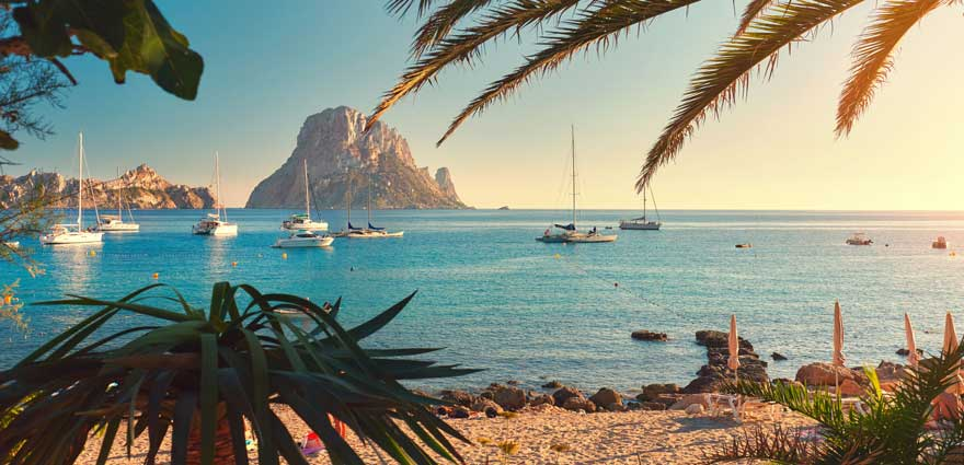 Strand Cala d'Hort auf Ibiza in Spanien