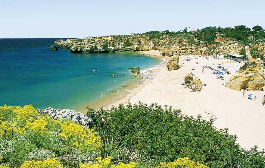 Strand Praia da Marinha in Portugal