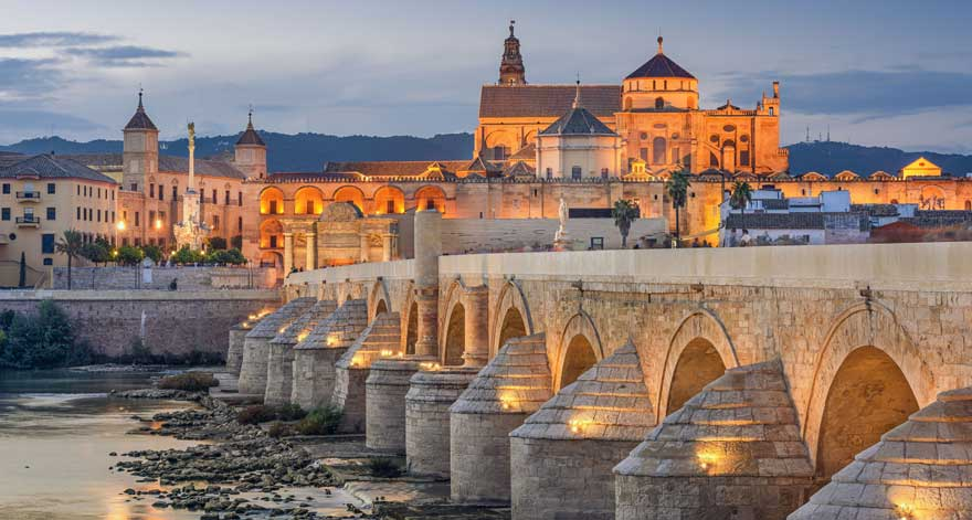 Roemische Bruecke in Cordoba in Spanien
