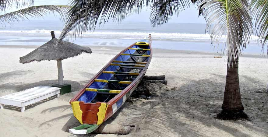 weißer Sandstrand in Gambia