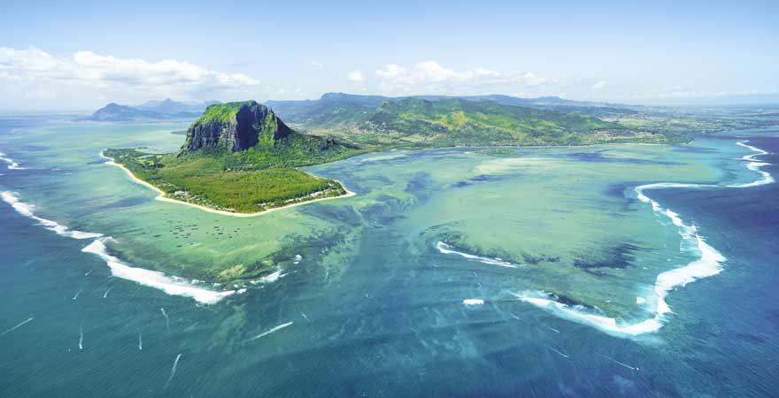 Le Morne Brabant und Unterwasser Wasserfall bei Mauritius