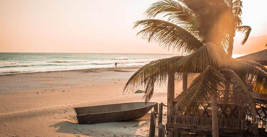 Sonnenuntergang am Strand in der Souly Eco Lodge im Oman