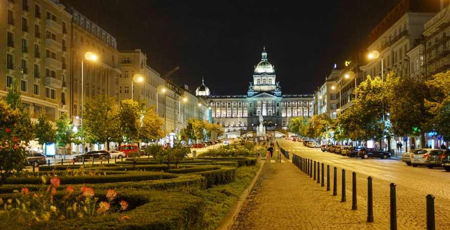 Wenzelsplatz in Prag bei Nacht