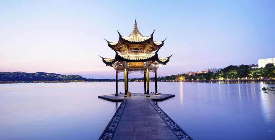 Sonnenuntergang am Westsee bei Hangzhou in China