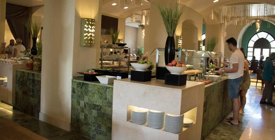 Buffet im Salalah Rotana Resort im Oman