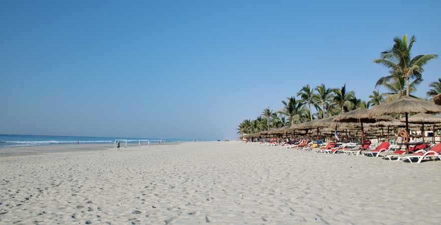 strand des Salalah Rotana Resorts im Oman
