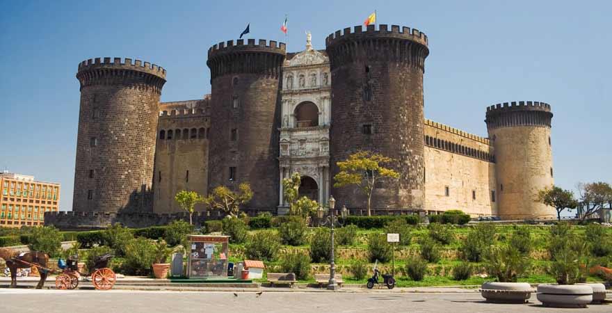 Castel Nuovo in Neapel in Italien