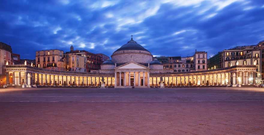 Piazza del Plebiscito in Neapel in Italien