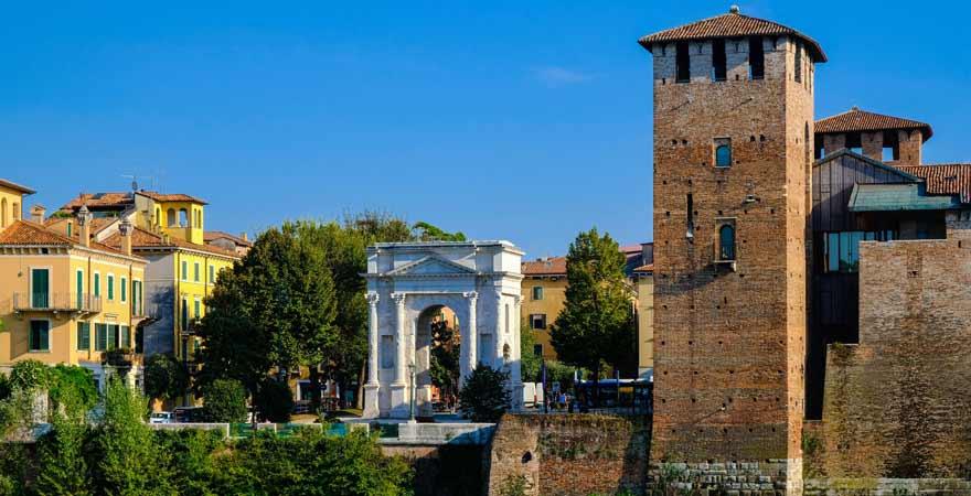 Ponte dei Gavi in Verona in Italien