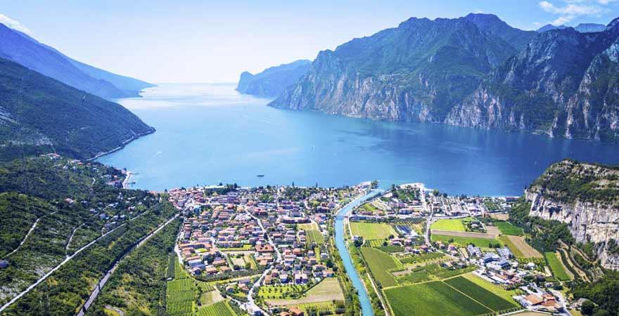 Gardasee in Italien von oben