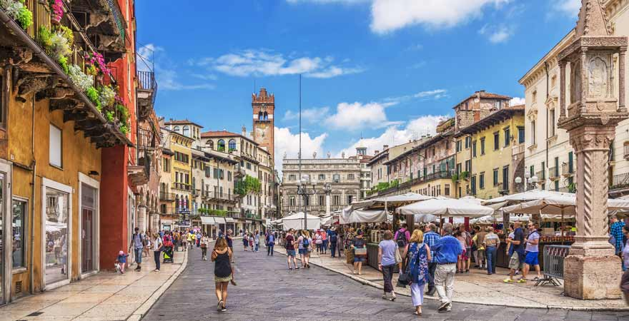 Piazza delle Erbe in Verona in Italien