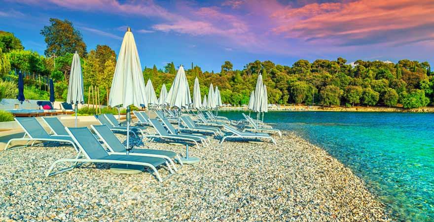 Strand bei Rovinj in Kroatien