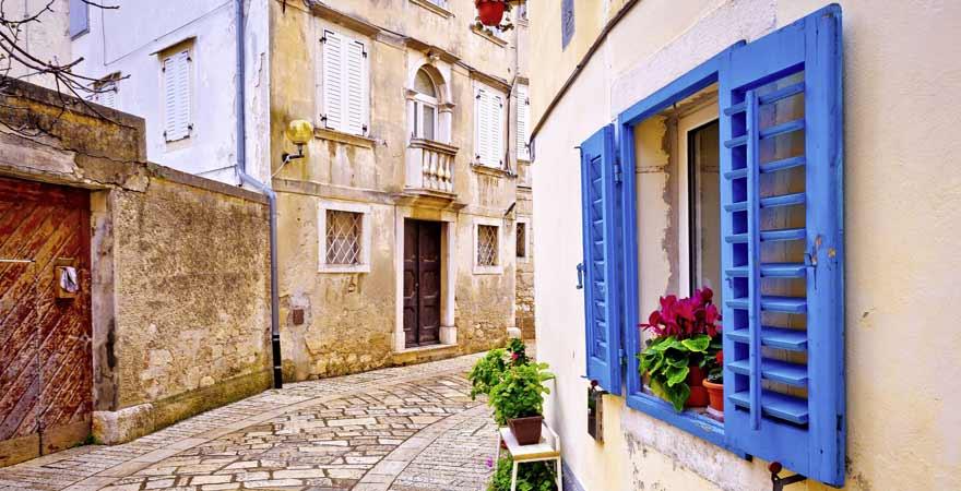Gasse in Porec in Kroatien