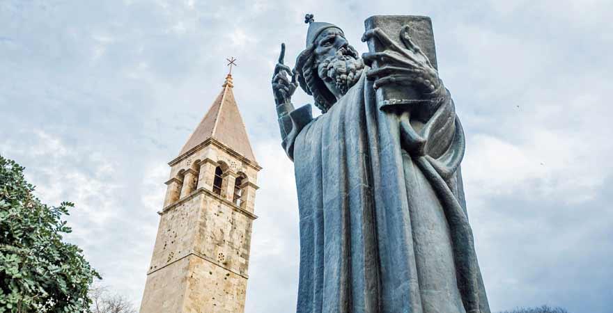 Statue Gregor von Nin beim Diokletianpalast in Split in Kroatien