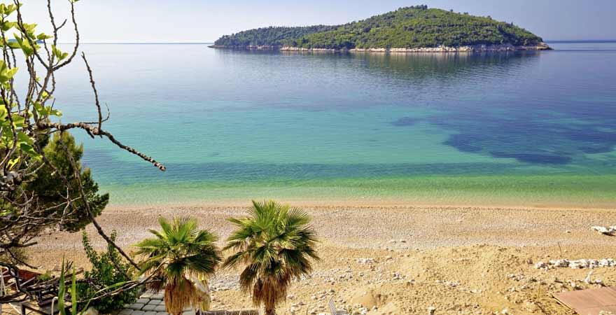 strand Banje und Insel Lokrum bei Dubrovnik in Kroatien