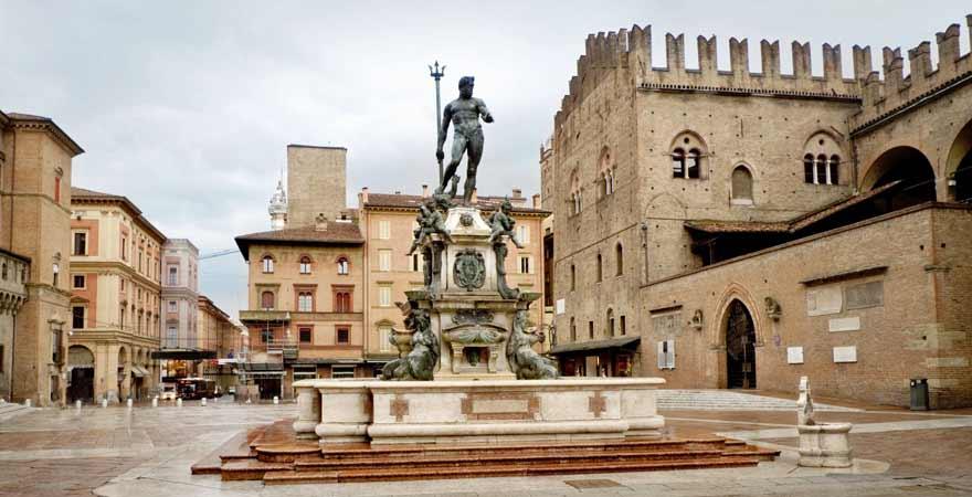 Piazza Maggiore in Bologna in Italien