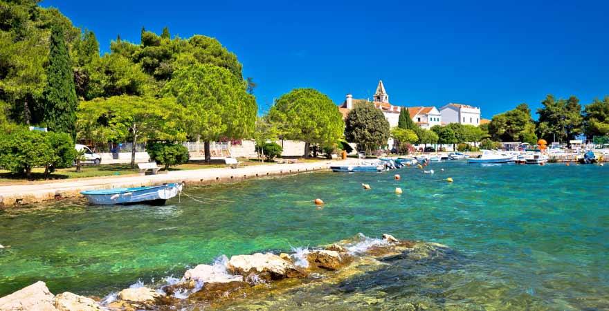 Strand Sveti Jakov in Kroatien