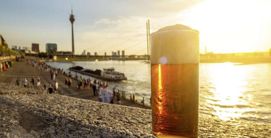 Altbier am Rhein in Düsseldorf